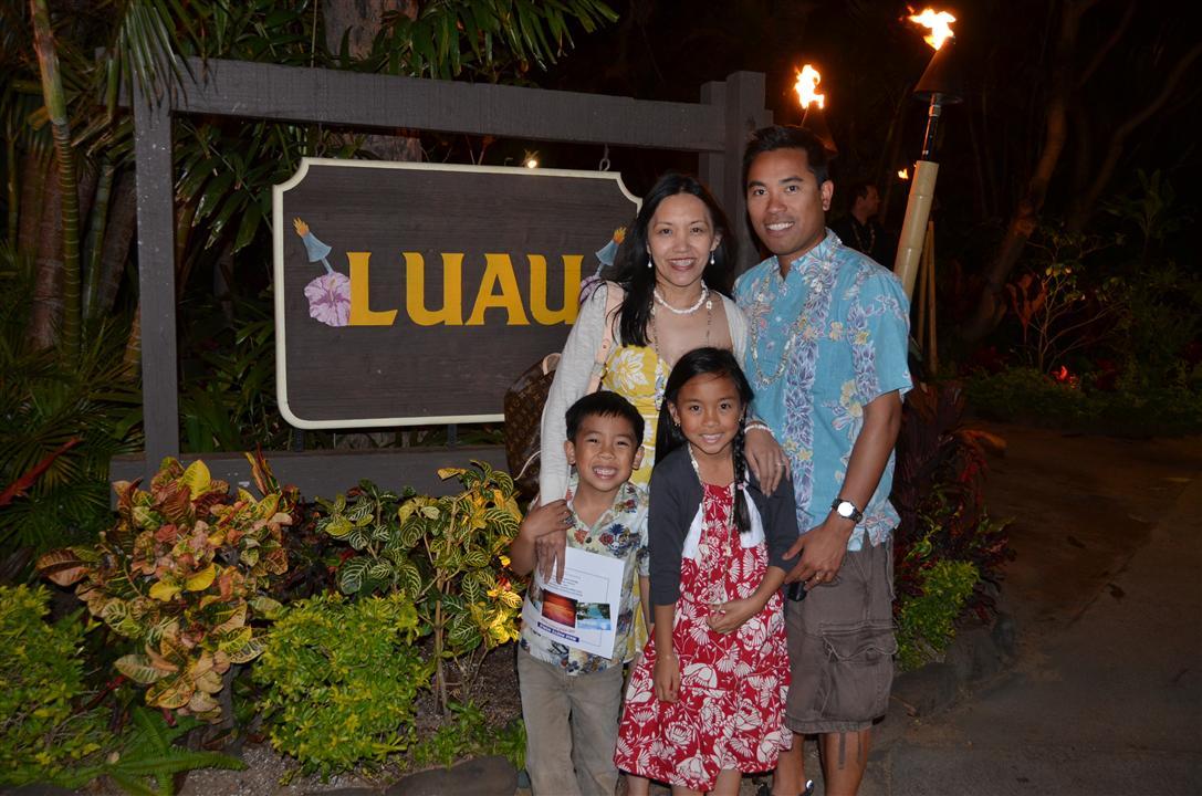 maui luau family picture
