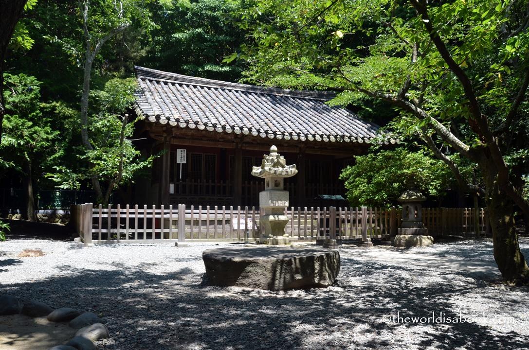 Structure behind Kamakura Daibatsu