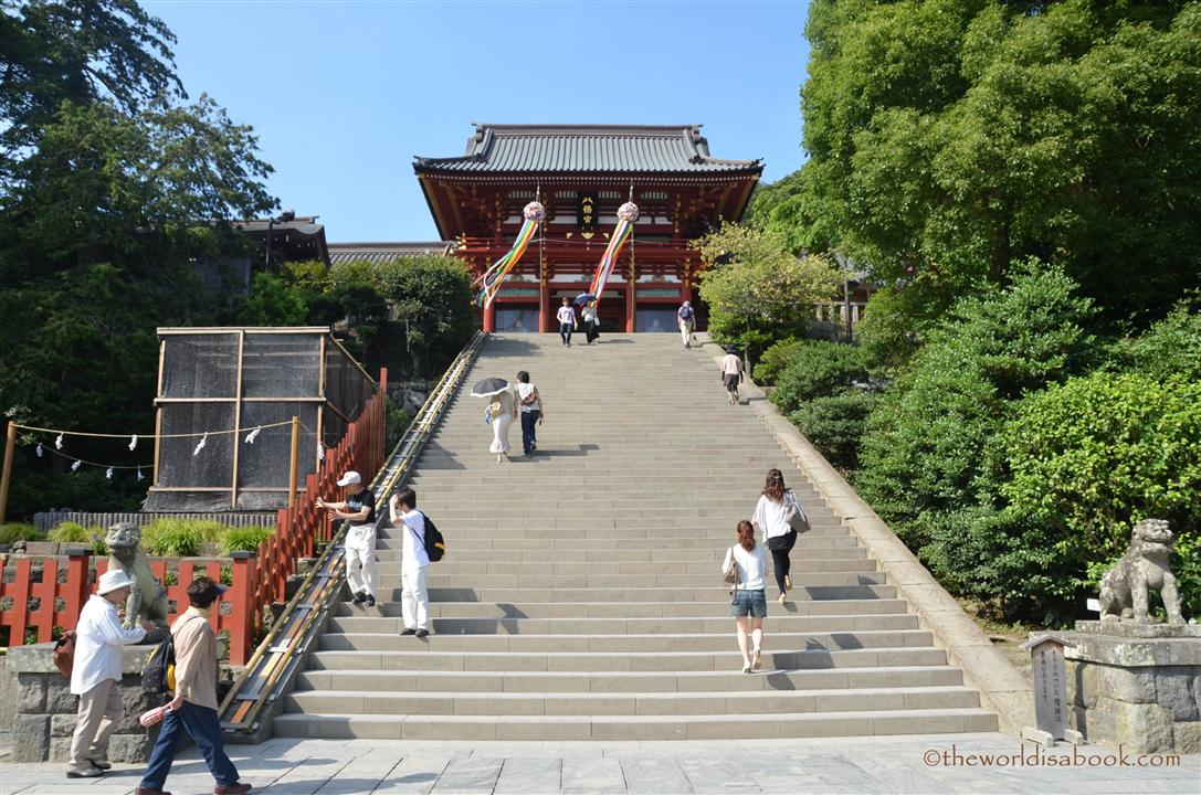 Kamakura temple stairs