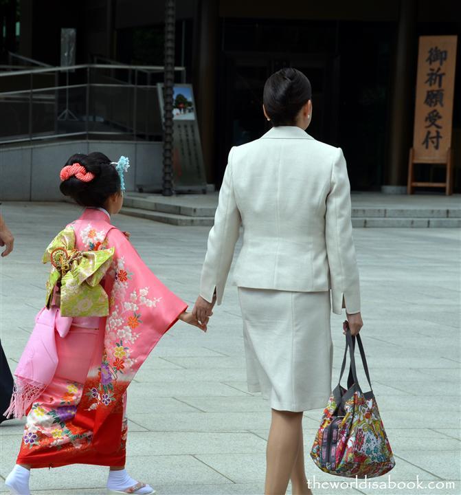 Meiji shrine kimono girl