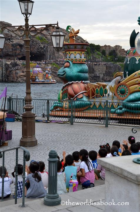 Tokyo Disney Sea Lido Isle seats