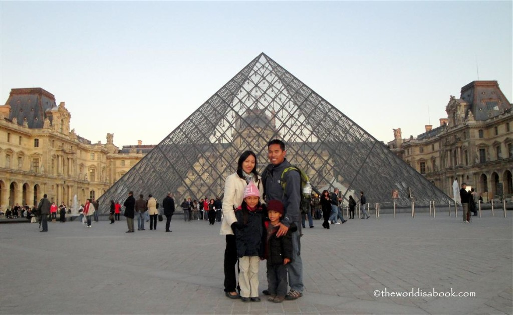 The Louvre with Kids - The World is a Book