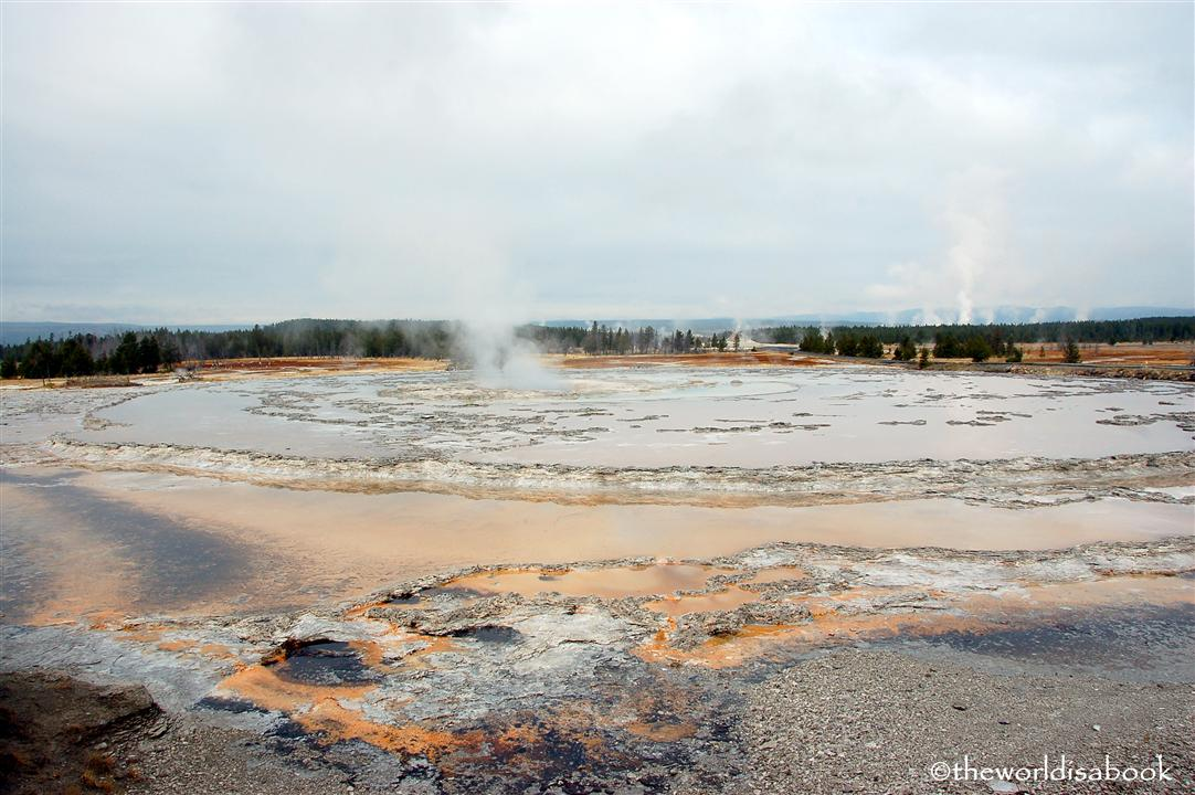 yeloowstone national park great fountain geyser image