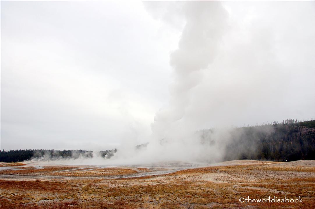 yellowstone old faithful erupting