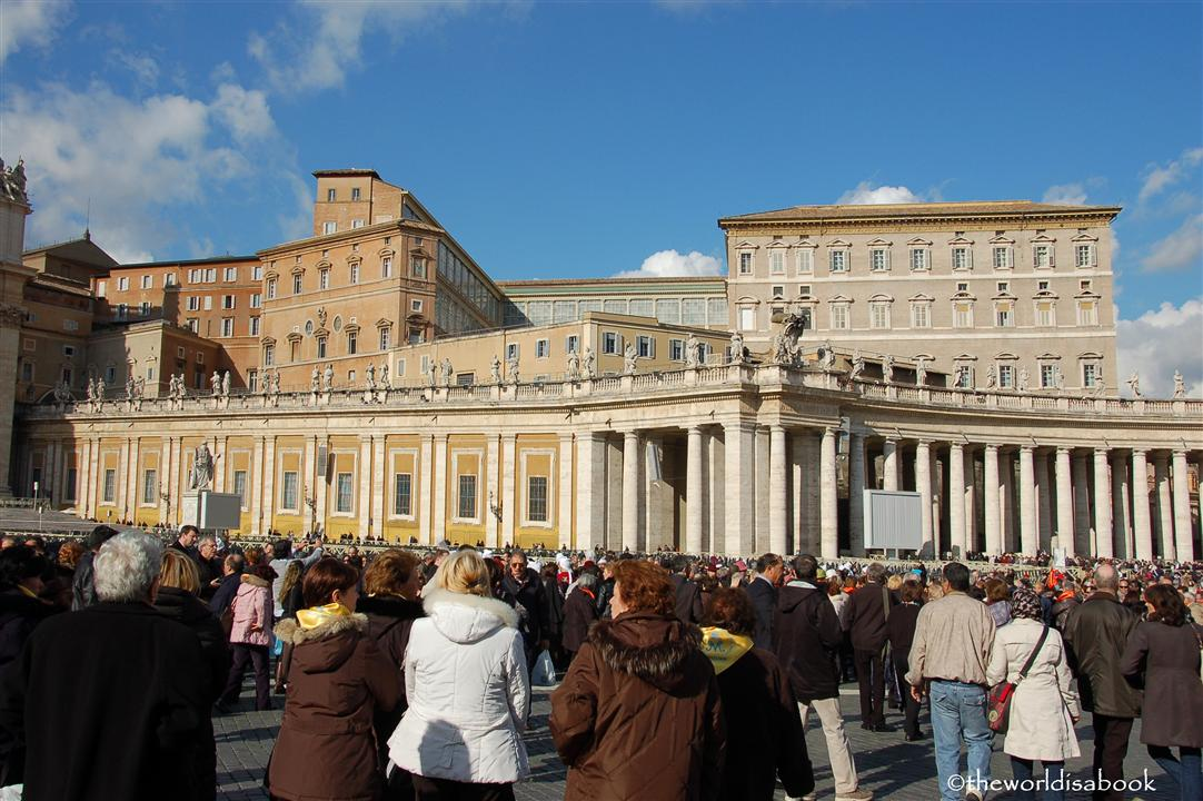 St Peter's square crowd image