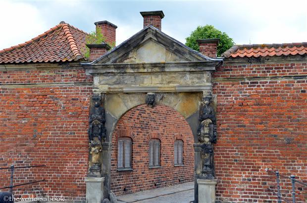 Frederiksborg Castle entrance image