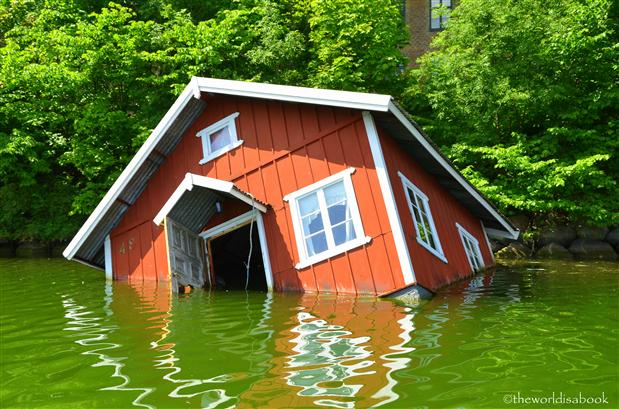 Malmo sinking house art exhibit