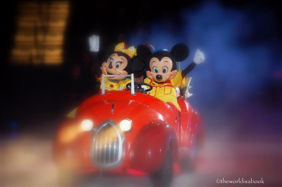 Mickey and Minnie in car