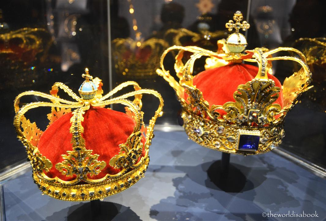 Rosenborg castle crowns
