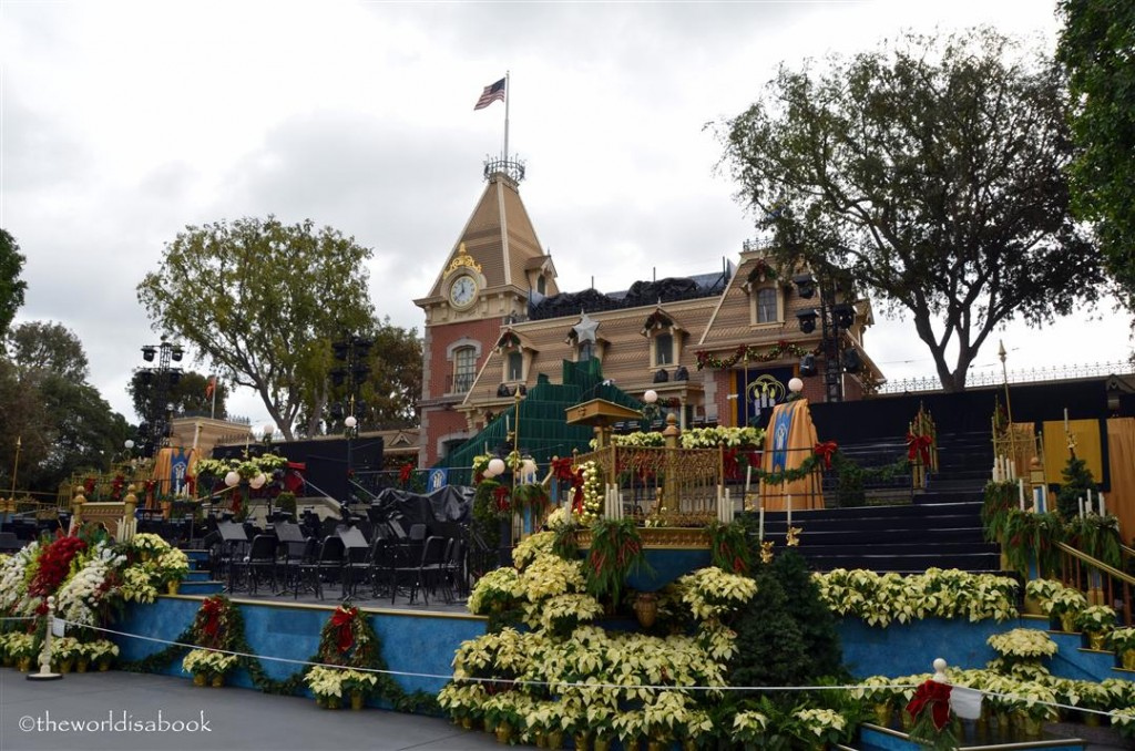 Disneyland Holiday Town Square