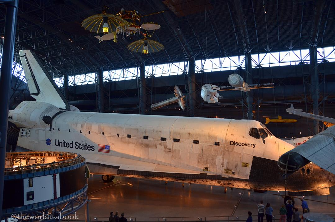 space shuttle discovery hazy -#main