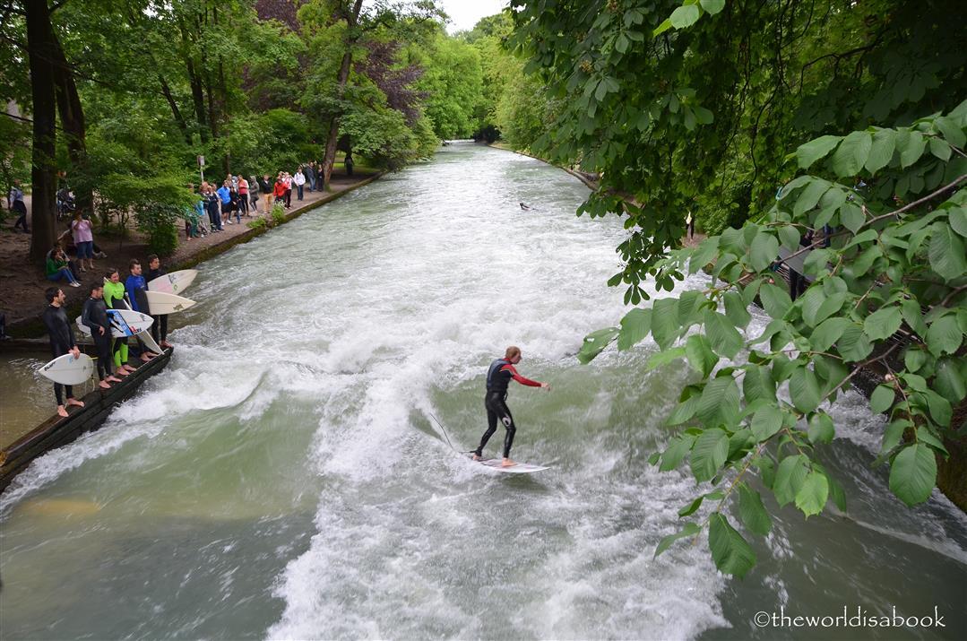 Munich Eisbach surfer