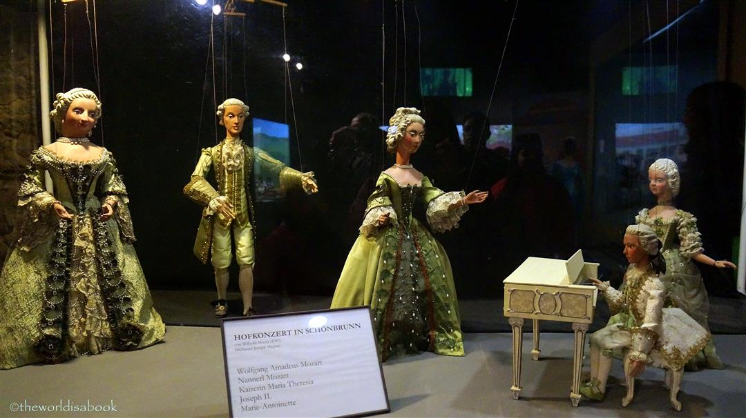 Mozart puppets