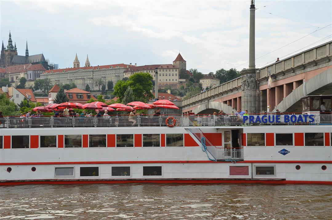 Prague river cruise boat