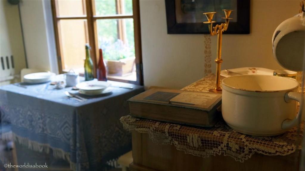 Golden Lane psychic house