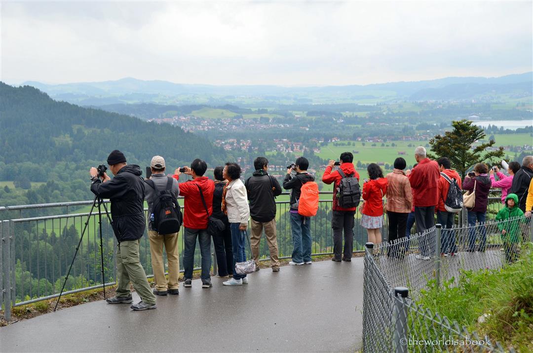 Neushwanstein tourists