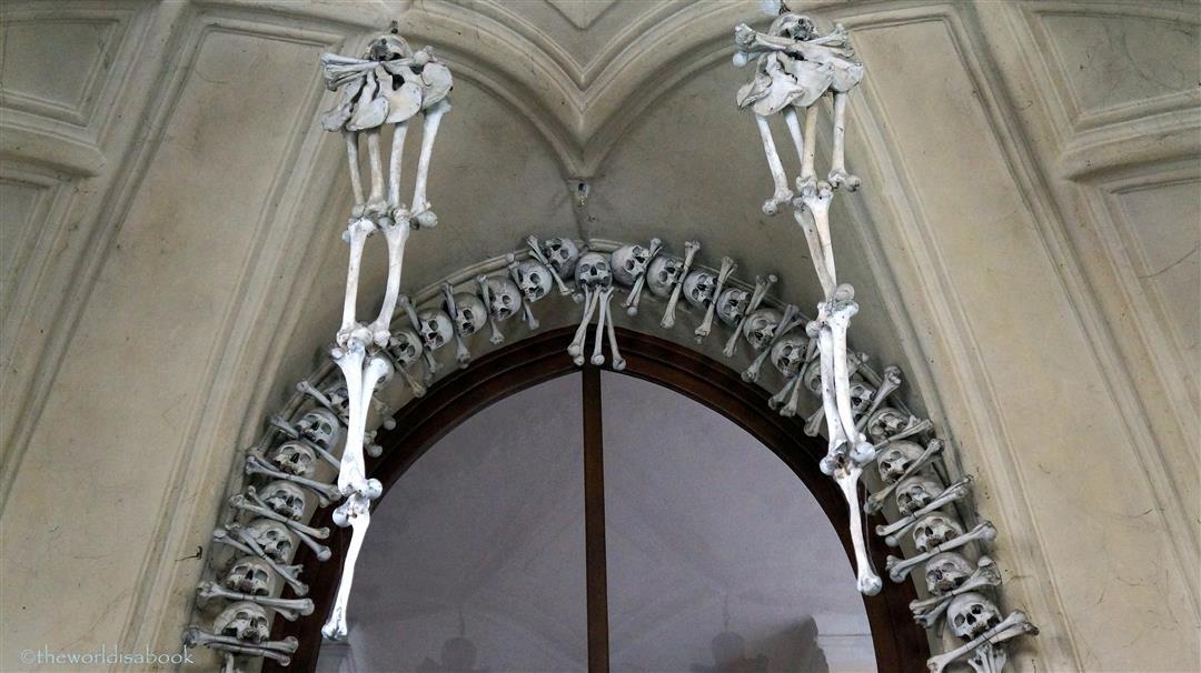 Sedlec Ossuary skeleton entrance