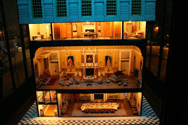 800px-Queen_Mary's_doll_house_at_Windsor_Castle