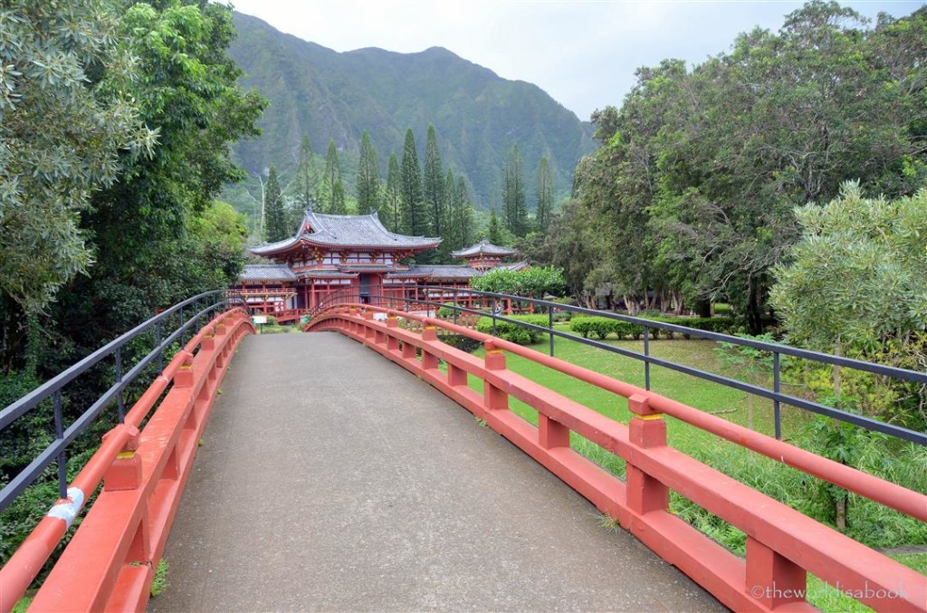 Byodo-in temple bridge