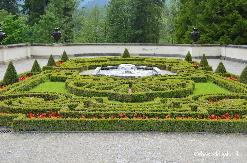 Linderhof terrace garden