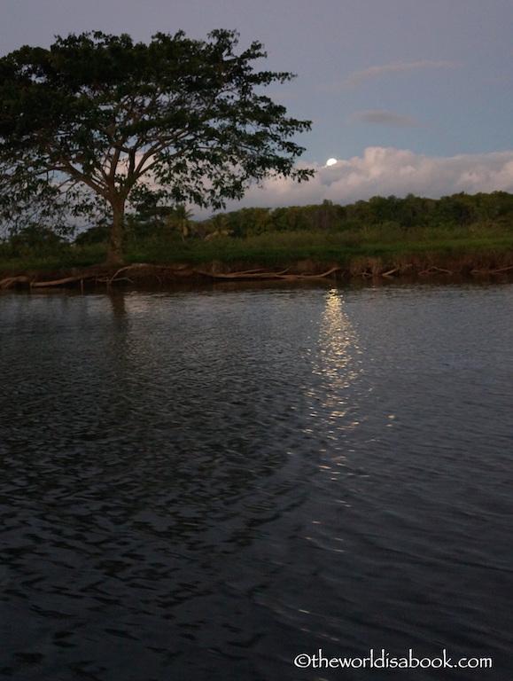Robinson Crusoe lagoon fiji full moon