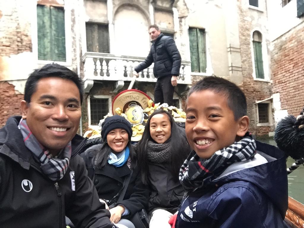 Venice gondola ride with kids