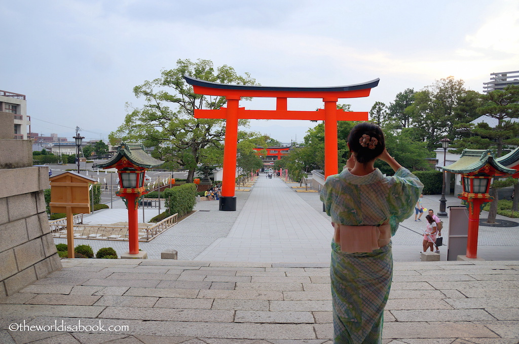 Fushimi Inari Shrine entrance kimono