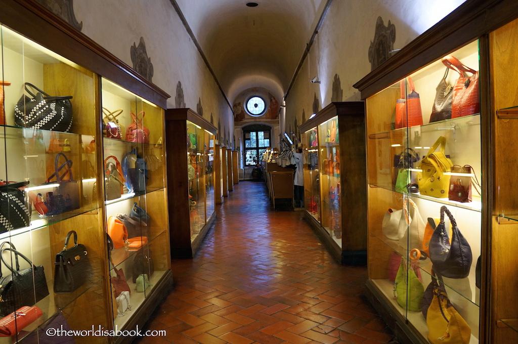 Scuola del Cuoio purse gallery