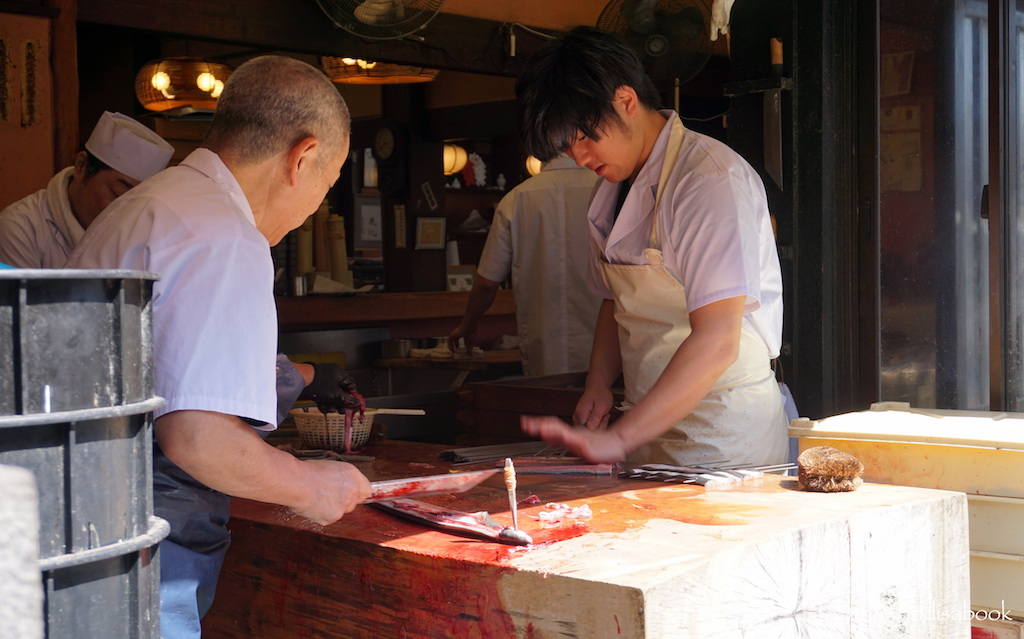 Narita men cutting eel