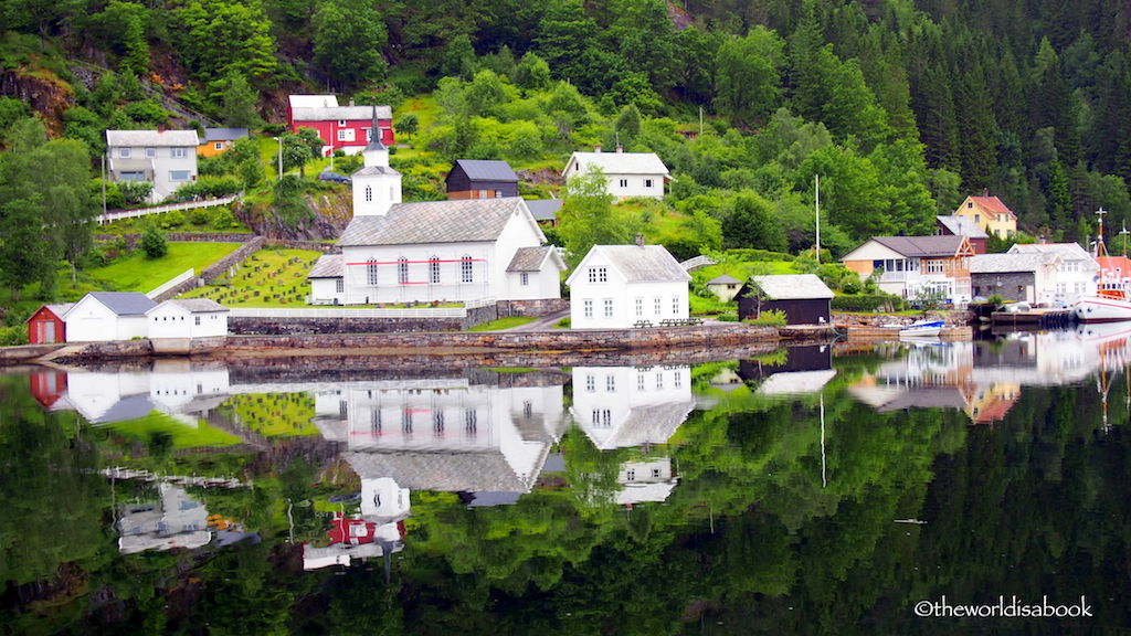 Osterfjord cruise Village Norway