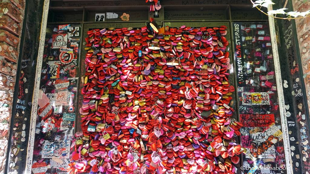 Verona Juliet house love locks